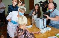 Депутатів Івано-Франківської міськради вакцинували посеред сесії