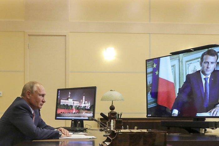 Владимир Путин и Эммануэль Макрон во время видеоконференции, 26 июня 2020