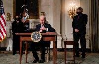 Байден скасував низку указів Трампа щодо імміграційних обмежень