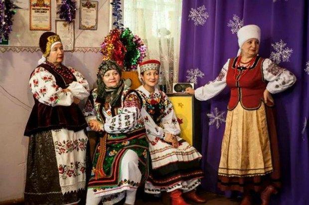Наталя Романенко (по центру) и ее хор в г.Хабаровск (РФ)