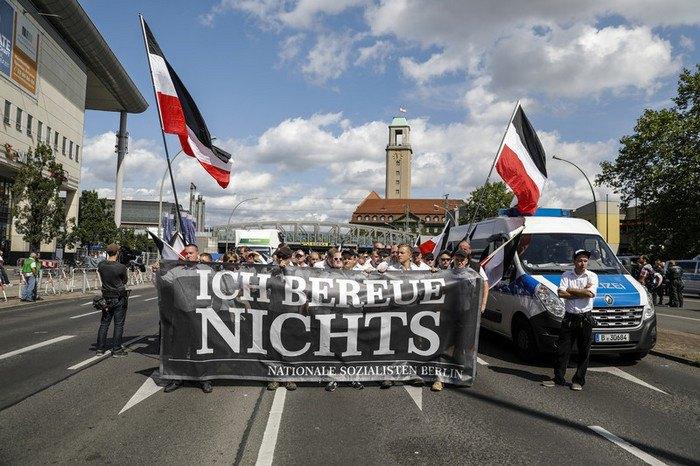 ВБерлине неонацисты провели марш вчесть годовщины смерти заместителя Гитлера
