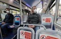 У Франції медики закликають уникати розмов в автобусах та метро