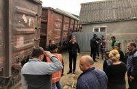 В Ужгороде грузовой поезд сошел с рельсов и чуть не разрушил жилой дом