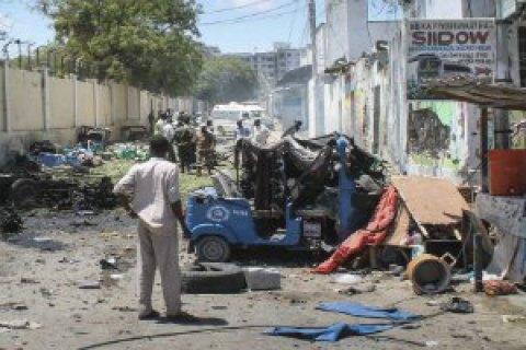 При нападении на отель в столице Сомали погибли 13 человек