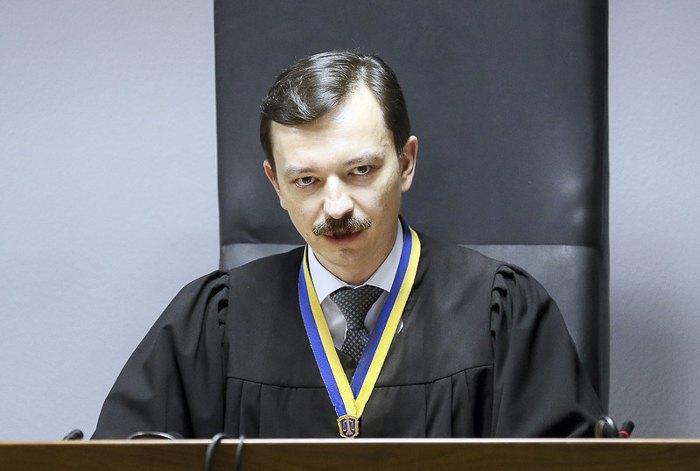 Суддя Владислав Дев'ятко оголошує вирок
