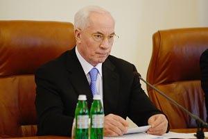 Азаров отчитал Королевскую за задержку выплат соцпомощи на содержание детей