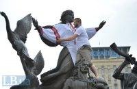 Памятник Лыбеди в Киеве одели в вышиванку