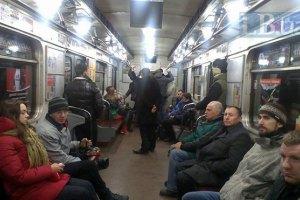"""""""Зеленая"""" ветка киевского метро останавливалась на 10 минут"""