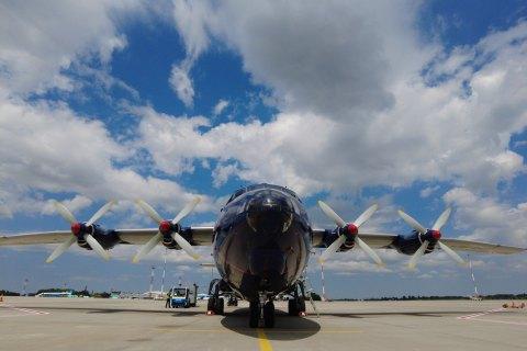 """У """"Борисполі"""" у літаку виявили 400 кг військових товарів"""