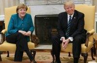 Трамп не пожал руку Ангеле Меркель на протокольной фотосъемке