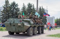 В окупованій Горлівці на честь 9 травня на площу пригнали БТР та почали стріляти