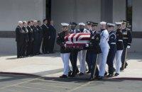 Порошенко попрощався із сенатором США Джоном Маккейном