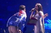 Мужчине, оголившему зад во время Евровидения, избрали меру пресечения в виде личного обязательства