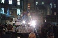 Несколько сотен активистов Евромайдана митингуют у Печерского суда в Киеве