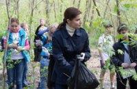 Дружина Порошенка прибрала сміття на Трухановому острові в Києві