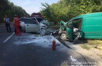 В Киевской области три человека погибли в лобовом ДТП, одна машина загорелась