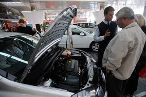 Кабмин разрешил регистрировать автомобили в салонах