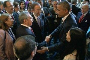 На саміті в Панамі Обама і Кастро потиснули один одному руки
