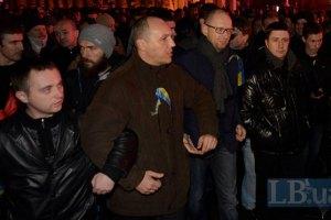 Яценюк требует от Пшонки расследовать ночную попытку разогнать Евромайдан