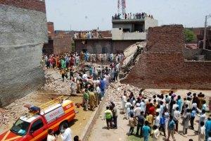 В Пакистане рухнул трехэтажный завод