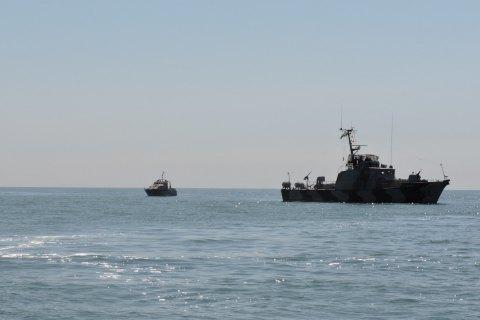 В Азовском море корабли ФСБ России освещают украинские катера морской охраны зеленым лучом, - ООС