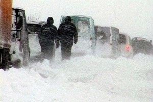 Во Львовской области в снежном плену застрял автобус с пассажирами
