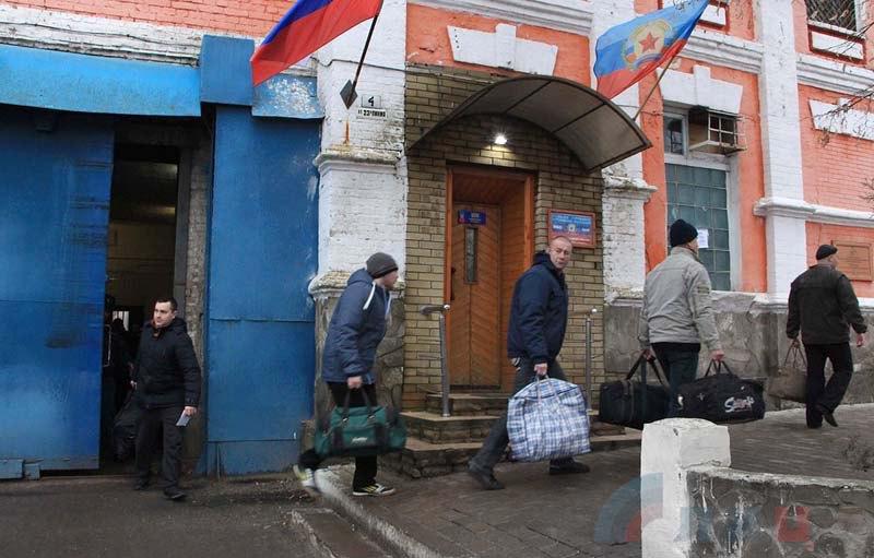 Укранских пленных вывели из Луганского СИЗО перед отправкой для обмена