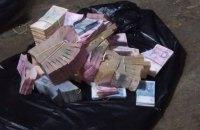 2,4 млн из 3,5 млн гривен, отобранных грабителями у супругов на Петровке, нашлись
