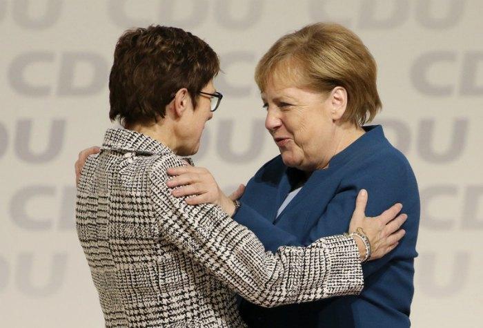 Аннегрет Крамп-Карренбауєр и Ангела Меркель