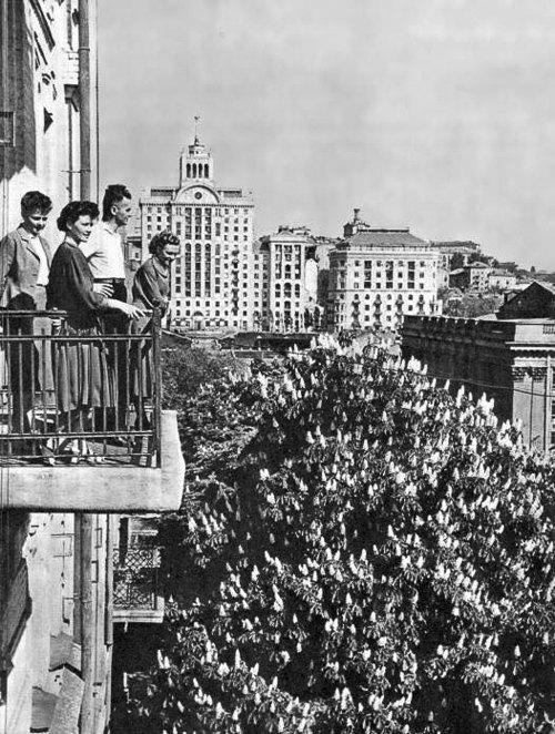 Киев, 1956 год. Вид с балкона на улицу Б. Хмельницкого