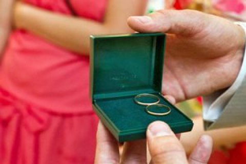 Мін'юст: пари, які одружилися за добу, розлучаються рідше