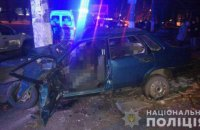 В Одесі ВАЗ влетів в електроопору, двоє людей загинули