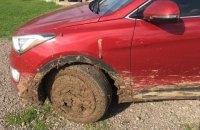 В Черкасской области посол Канады застрял на машине в грязи