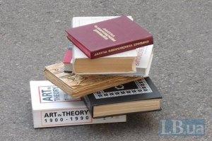МОН напомнило, что учить можно только по одобренным министерством учебникам
