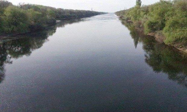 Город Таврийск Херсонской области - начало Северо-Крымского канала. Фото 27 апреля 2014 года - в канале воды столько как и обычно.