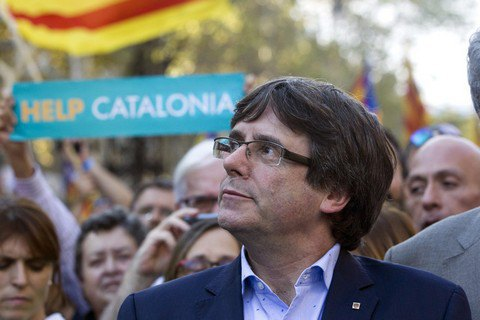 Отстраненный лидер Каталонии призвал к демократическому сопротивлению