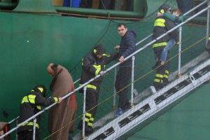З охопленого вогнем  італійського порома врятовано 329 осіб