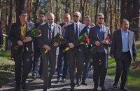Яценюк заявил, что не уважает людей, которые уважают Сталина