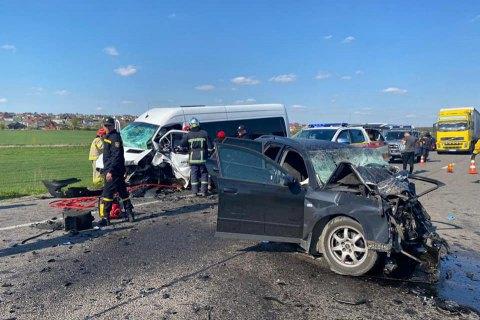 На трассе Киев-Чоп в результате ДТП погибли два человека, из них один ребенок