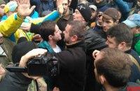 Возле здания Высшего спецсуда в центре Киева избили Шкиряка