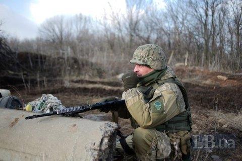 За добу на Донбасі поранений один військовий