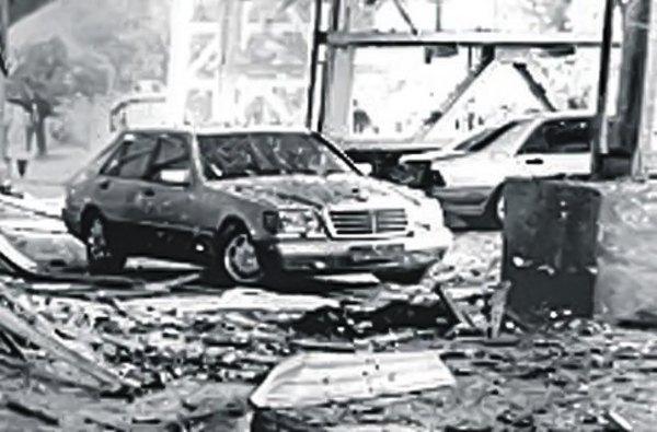 На місці вибуху на стадіоні 'Шахтар', внаслідок якого загинув Брагін, 15.10.1995