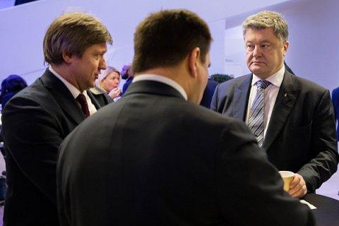 Порошенко и Данилюк обменялись обвинениями из-за Приватбанка
