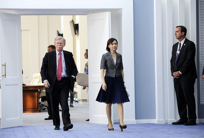 Премьер-министр Молдовы Майя Санду и советник президента США по нацбезопасности Джон Болтон после переговоров в Кишиневе, 29 августа 2019.