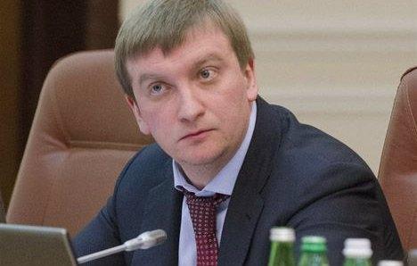 Петренко прогнозує, що Рада змінить закон про люстрацію до вересня