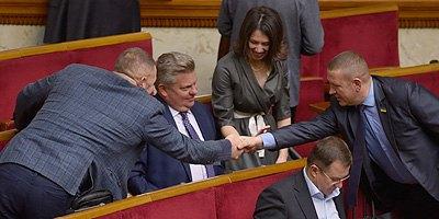 Загоревшие и отдохнувшие: как депутаты вернулись к работе