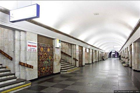 """Станцію метро """"Хрещатик"""" закривали через повідомлення про вибухівку"""