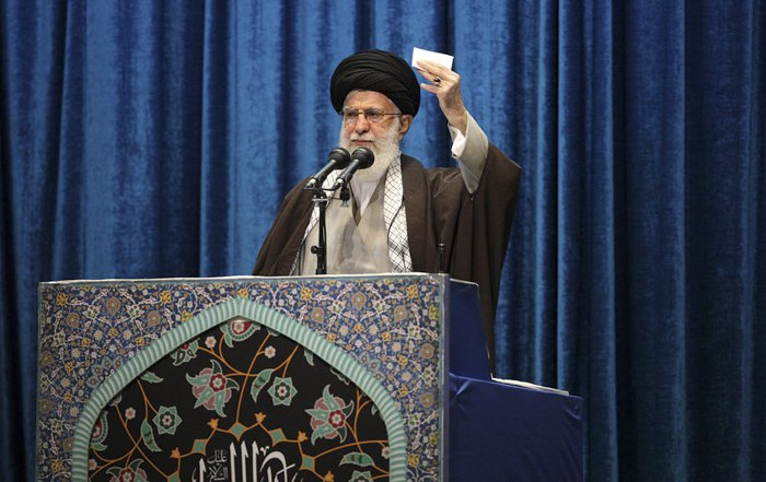 Аятолла Али Хаменеи проводит пятничную молитву, Тегеран, 17 января 2020.