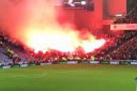 """Огненным шоу ультрас """"Легии"""" едва не сожгли стадион """"Рейнджерс"""" в матче Лиги Европы"""