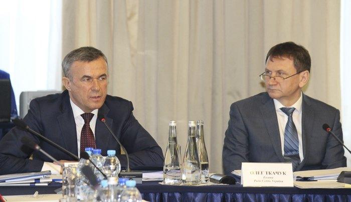 Зеновій Холоднюк (зліва) та Олег Ткачук на Раді суддів України